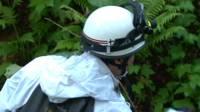 Bombero en el operativo de búsqueda del menor abandonado en un bosque de Japón