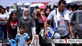 Familias iraquíes huyen de la violencia en Mosul