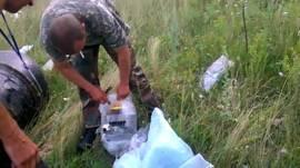 Filmación rebelde en el lugar donde cayó el avión de Malaysia Airlines