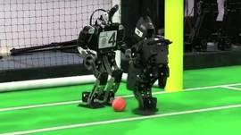 Robots jugando fútbol