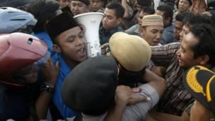 Bentrokan di Surabaya