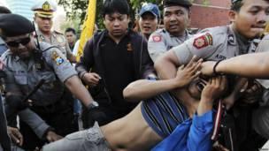 Demonstrasi di Surabaya