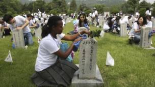 Para peserta Kemah Perdamaian Pemuda di Korea Selatan menandai peringatan Perang Korea ke-63, AP