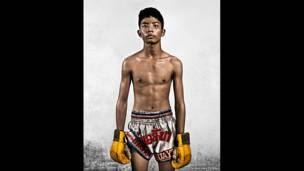 Noah David Bau fotografou jovens que se submetem a treino exaustivo em meio à pobreza