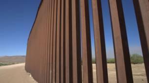 Muro fronterizo a la altura de El Centro, California
