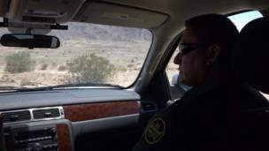 Interior del vehículo de la Patrulla Fronteriza de EE.UU.