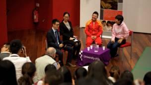 图辑:世界冠军陈一冰杨阳到访埃塞克斯大学