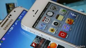 Dispositivo Android frente a dispositivo iOS.