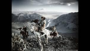 Projeto mostra costumes e tradições de civilizações isoladas, algumas delas ameaçadas.