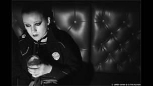 Punks, de Karen Knorr e Olivier Richon