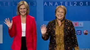 चिली में राष्ट्रपति पद की उम्मीदवार मिशेल बाशेलेट और एवेलिम मथेई. समाचार एजेंसी रायटर्स