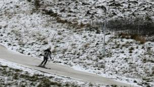 Hombre esquiando. Foto: PA