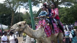 Des enfants dans le parc d'Uhuru à Nairobi, le Jour de l'An. Photo AP 01 05 2014