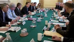英國首相終於召開應急委員會
