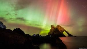Fenômeno fez aparições multicoloridas no norte do país.