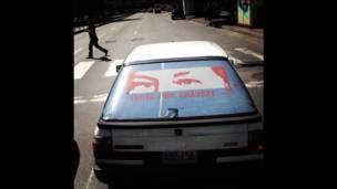 Carros con los ojos de Chávez