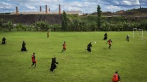 Seminaristas y sacerdotes jugando fútbol en Ourinhos, en el estado de Sao Paulo