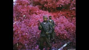 """""""Man-Size"""" (Talla Hombre), North Kivu, Congo oriental, 2011. Cortesía del artista y la galería Jack Shainman"""
