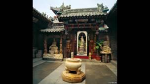 Escondido en la ciudad- patio chino. Liu Bolin