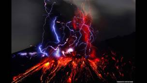 El cráter Showa del volcán Sakurajima. Takehito Miyatake