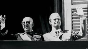 Rey Juan Carlos junto al general Franco