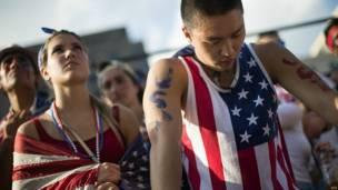 hinchas de EE.UU. ven el partido contra Bélgica