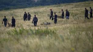 Rescatistas y mineros ucranianos buscan restos cerca de la aldea de Hrabove