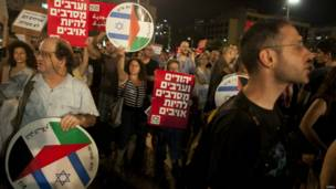इसराइल, तेल अवीव, वामपंथियों का ग़ज़ा हमलों के विरोध में प्रदर्शन