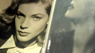 Foto: Una foto autografiada de Lauren Bacall en Bonhams and Butterfields en Los Angeles, California.