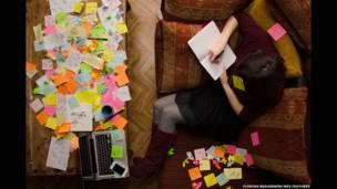 Foto de una persona escribiendo, por Florian Beaudenon