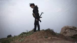 Курдская женщина-ополченец на севере Сирии