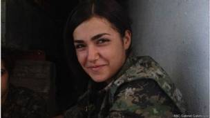 Боец ополчения сирийских курдов Дирен, 19 лет