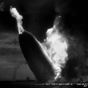 Hindenburg en llamas
