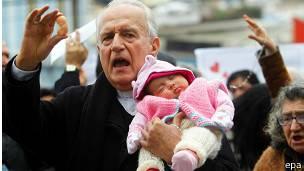 EL PAPA....DA EL PERDON...A TODAS LAS MUJERES QUE HAN ABORTADO Y ESTAN ARREPENTIDAS 150805035457_sp_aborto_chile_304x171_epa