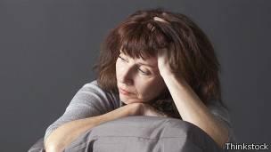 Si la menopausia es un proceso natural de la mujer, ¿se le debe tratar como una enfermedad?