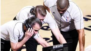 Tres árbitros de la NBA