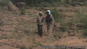 Ann Rodgers siendo rescatada
