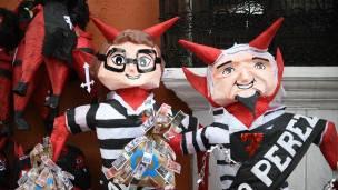 Muñecos de Pérez Molina y Baldetti.