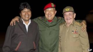 Hugo Chávez junto a Evo Morales y Raúl Castro