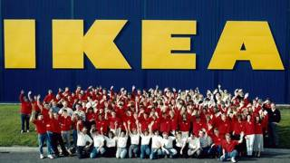 Personal de una tienda de Ikea