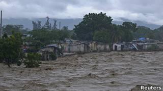 Ribera desbordada en Puerto Príncipe