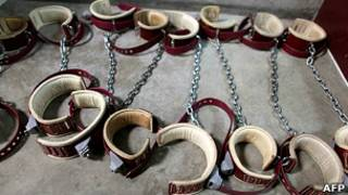 Grilletes en Guantánamo