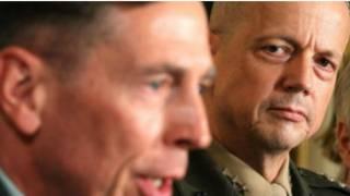 Les généraux Petreaus et Allen, tous deux pris dans un scandale d'adulte avec des ramifications sécuritaires