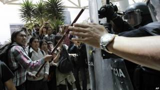 Indígenas protestan en el Hotel Marriott de Quito