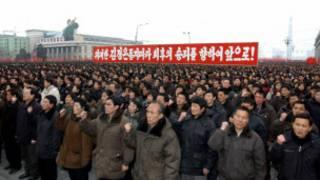 Người dân Bắc Hàn trong một buổi tập hợp ủng hộ chính quyền