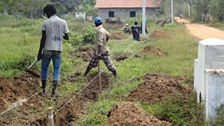 Land mines being removed in the north (file photo)