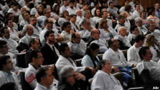 Médicos reunidos no Senado para debate no início de abril | Foto: Antonio Cruz/ABr