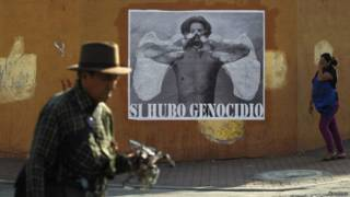 Hombre y mujer en las calles de Guatemala