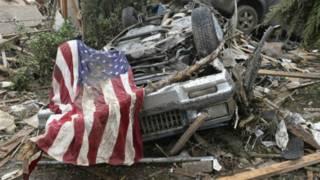 Mobil-mobil akibat terjangan tornado