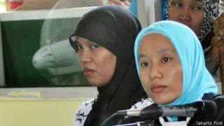 Giáo viên ra tòa ở Indonesia (trái)